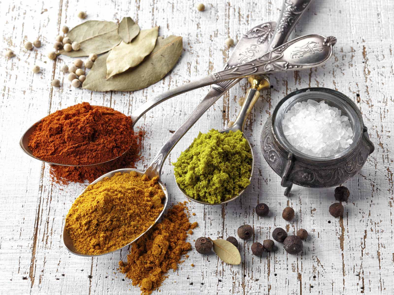 przyprawianie rosołu, sól, pieprz, liść laurowy, ziele angielskie, lubczyk, Rozmaryn, czosnek,