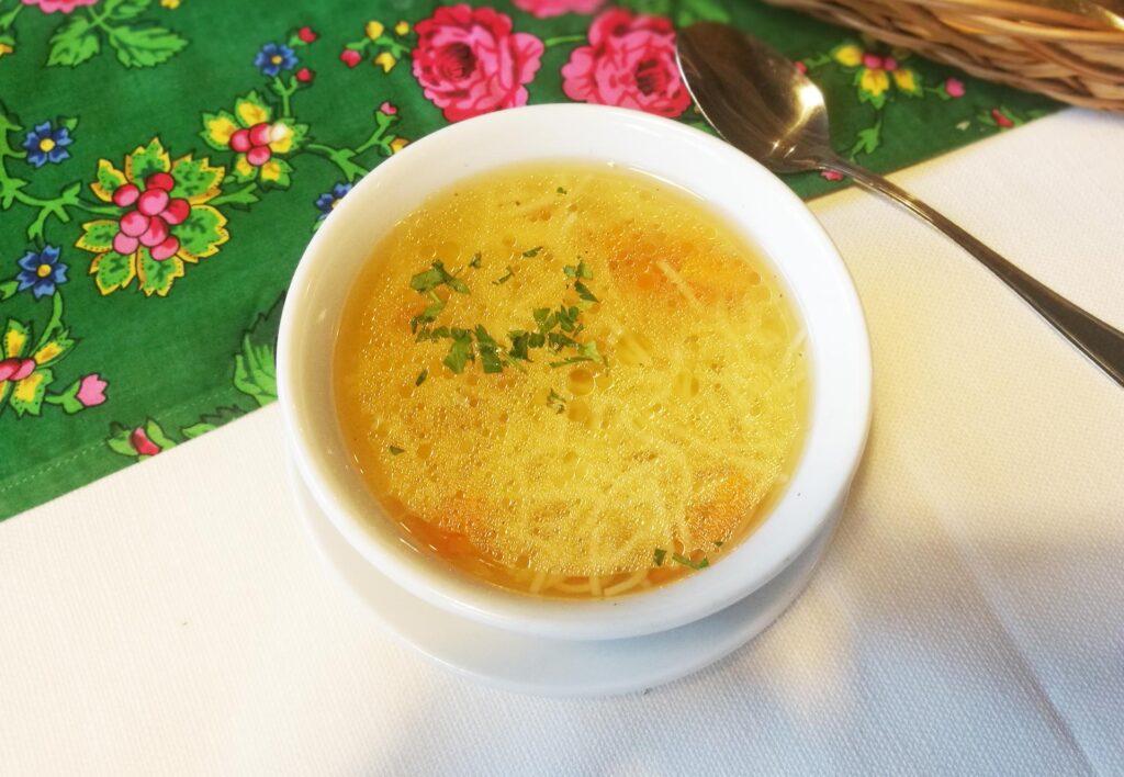 prawdziwy, oryginalny polski domowy rosół, jak zrobić rosół, domowy rosół z makaronem, restauracje cracow thebest.travel